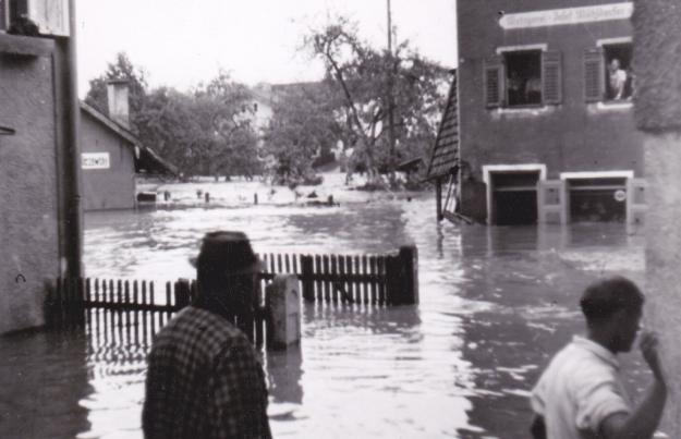 Die Metzgerei Josef Mühldorfer im Hochwasser 1954