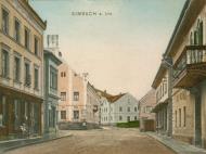 Blick von der Innstraße zum Stachus mit den Gasthöfen Zur Traube (rechts) und Neue Post, um 1905