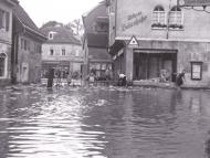 Die Innstraße mit dem Kaufhaus Wilhelm Bukenhofer beim Hochwasser 1954