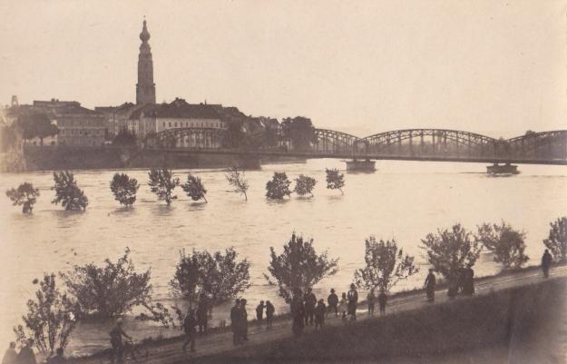 Innbrücke beim Inn-Hochwasser 1920 (Familienarchiv Lehner)