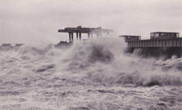 Inn-Kraftwerk beim Hochwasser 1954 (Familienarchiv Lehner)