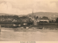 Ansichtskarte von der Innbrücke Richtung Simbach mit der Rückseite des Brückenportals, um 1915