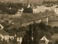 Ansicht der kompletten Innbrücke aus der Ferne, um 1928