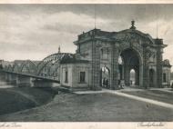 Ansichtskarte von der Innbrücke mit Simbacher Brückenportal, um 1935