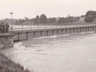 Innbrücke beim Inn-Hochwasser 1954 (Familienarchiv Lehner)