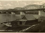 Die Innbrücke zwischen Simbach und Braunau auf einer Ansichtskarte, von Braunau aus gesehen
