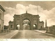 Frontale Ansicht des Simbacher Brückenportals