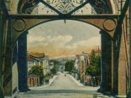 Ansicht der Rückseite des Simbacher Brückenportals mit Innstraße, um 1910