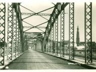 Die Fahrbahn der Innbrücke mit Bögen in Richtung Braunau, im Jahr 1935