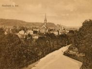 Ansichtskarte mit Blick vom Bahnhof aus über Simbach, um 1905