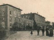 Das Bahnhofsgebäude aus östlicher Richtung gesehen, um 1905