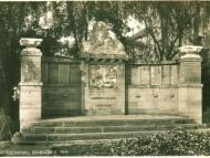 Das Kriegerdenkmal für die Gefallenen des Ersten Weltkriegs, um 1930