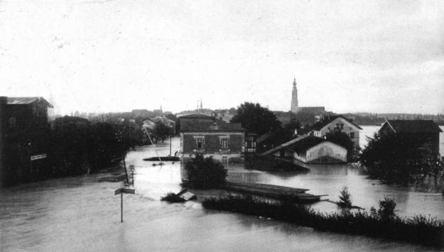 Hochwasser 1899, Blick vom Viadukt auf die äußere Innstraße (entnommen aus dem Buch