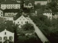 Die Kirchenstraße, an der Kreuzung zur Münchner Straße