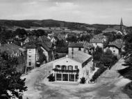 Blick vom Bahnhof in die Maximilian- und Anton-Gober-Straße, um 1935