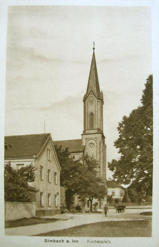 Im hinteren Teil des Gebäudes im Vordergrund, in dem sich Volksschule und Kloster Mariental befanden, war das Simbacher Lazarett eingerichtet